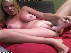 Stuffing her pussy with rubber fist to squirt
