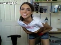 Cute smiling girl show her skinny body - hotgirlswebcam.es