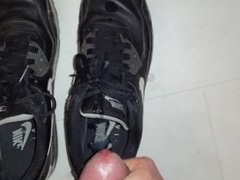 jerkoff and cum on my black Nike Airmax