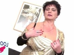 Mature Bombshells Moms Fuck Young Boys