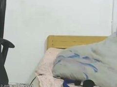 Latin MILF shows off her ass on webcam