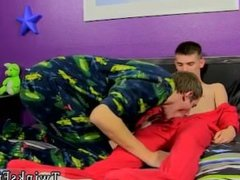 Boys masturbate in underwear gay first time Bentley Gets A Fresh Bare Hole