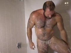 Muscle guy strips and jerk off