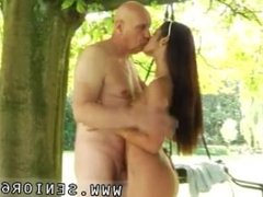 Blowjob fairy Vivien meets Hugo in the park and can't resist him...