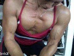 FBB gym flexing