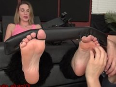 Agent Honey In Sole Snatch