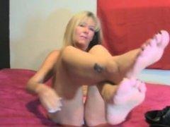 MILF shows off her beautiful feet