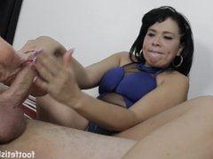 Brazillian Blowjob and Footjob with Cumshot over Wrinkled Soles
