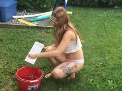 Wet t-shirt d'un Ice Bucket Challenge d'une jeune québécoise