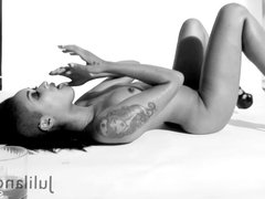 Super sexy Skin Diamond's black & white solo session
