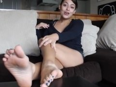 Anais Jolie - showing your hot feet