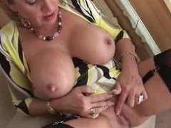 LADY SONIA A quick wank on the way up