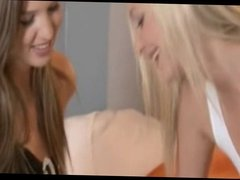hot blonde babes kissing