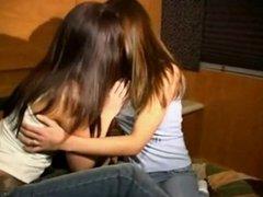 amber and sara gone kissing