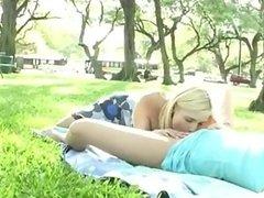 Na travke parke