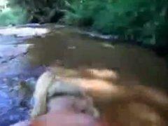 follando en el rio 03