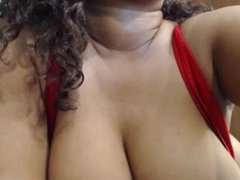 Huge Titted Ebony Teen Shows Her Luscious Body On Cam