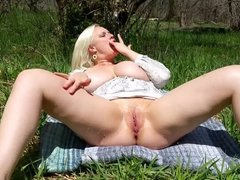 Big Tits Pussy Sqirting in Nature