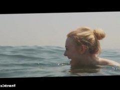 Elizabeth Olsen, Dakota Fanning - Very Good Girls (2013)