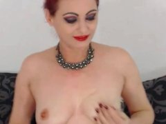 naked 44 yo milf fingering her pussy on webcam