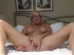 Mature blonde perfect body fisting pussy