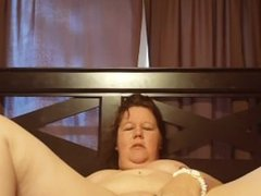Bbw rubs clit and moans loudly to massive orgasm