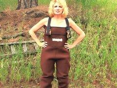 Blonde MILF outdoor blowjob and facial