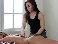 Masseuse rubs babes booty