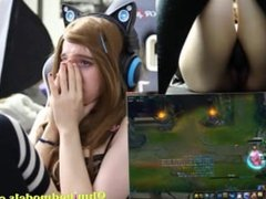 GamerGirl Cums As She Tries To Play League of Legends