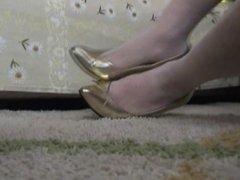 Fucking my Gold Pump Shoes crossdressed