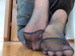 mature pantyhose feet