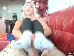 Geiler Fuss Fick mit stinkenden Socken von unser hübschen blonden Au Pair