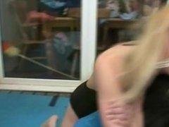Elle chokes out Pete