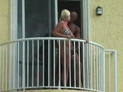 Baise sur le balcon Public fuck