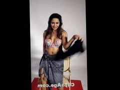 Arshi Khan sexy strip tease video clip for her fans