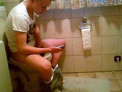 hidden cam on toilet