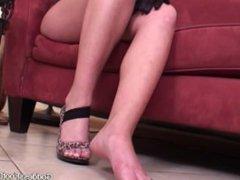 Hot Milf feet joi