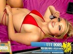 Hannah Martin daytime nip slip