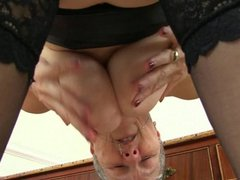 English granny Savana is fingering old pussy