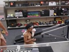 Tomgirl blowjob Muscular Chick Spreads Eagle For Cash!