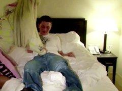 Pornostar fickt mit jungem Fan direkt nach Messe im Hotel