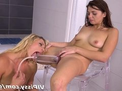 Fingering and fisting for pissing lesbians