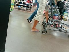 Candid Soles Feet Tanned blonde milf