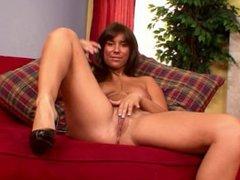 Brunette chick rubs her clit