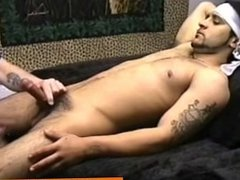 Straightbait latin hunk sucked off by old gay