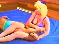Bunny Glamaz0n mixed wrestling & facesit