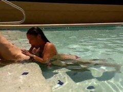Amateur couple - Blowjob in pool