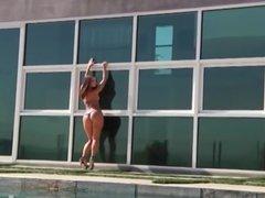 Jada Stevens shakes her big ass