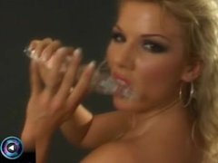 Ginger Jones know how to tease seductively with her glass dildo
