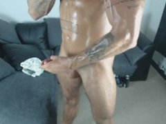 Oiled up muschle with my own Cum - JockMenLive.com